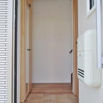 玄関は1階。※写真は、前回撮影時のもの