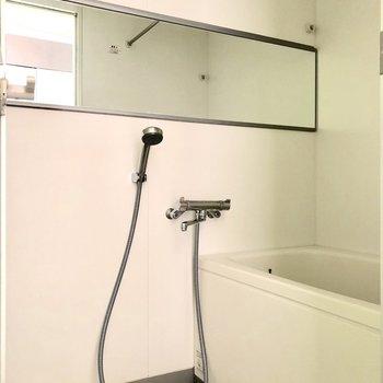 シャワーヘッドが大きく、身体を洗いやすそうです※写真は通電前のものです