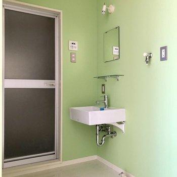 サニタリールームは優しいグリーン色※写真は通電前のものです