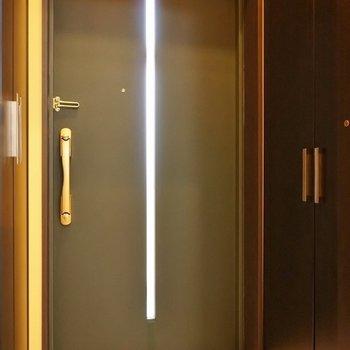 玄関は少しコンパクト・・・