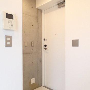 玄関も2階にあります。お部屋とはフラットなタイルでつながっています。