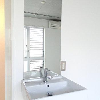 洗面台は2階のお部屋に。