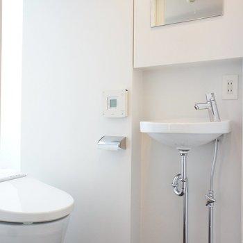 ※写真は別部屋です、トイレは個室ではありません