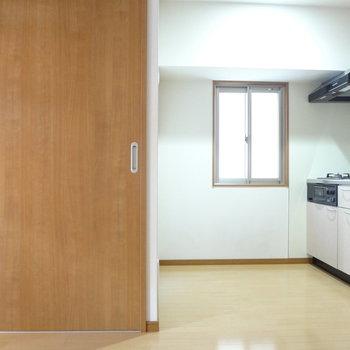 キッチンは凹んだスペースに。