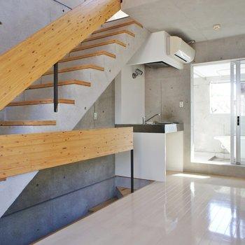 二階へ上がりましょう!※写真は同間取りの別部屋です。