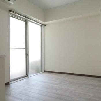廊下の扉を開けるともう一部屋