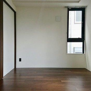 シンプルなお部屋です ※写真は別のお部屋のものです