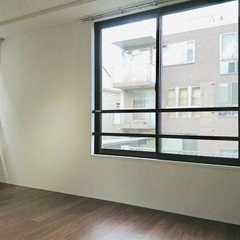 ほどよい窓 ※写真は別のお部屋のものです