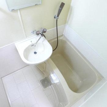 お風呂と洗面台は一緒の場所に。 ※写真は同間取り別部屋
