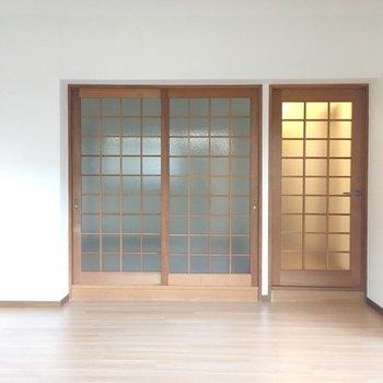 この素敵な扉の向こうは…