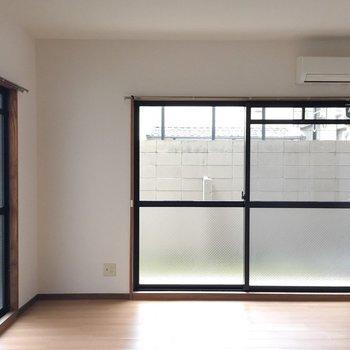窓は2面についてます。