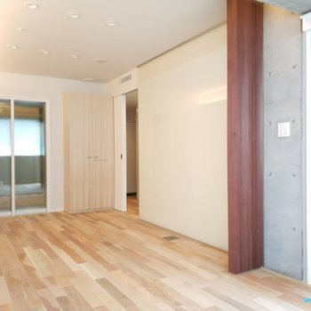 カーテンで仕切ることもできます。※写真は4階の同間取り別部屋のものです