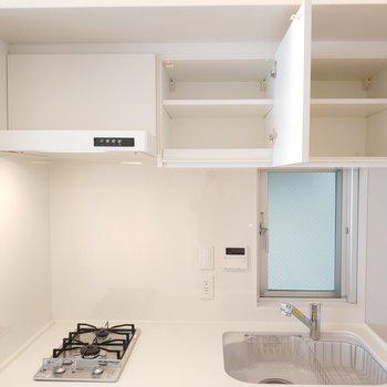 上の収納も。※写真は4階の同間取り別部屋のものです