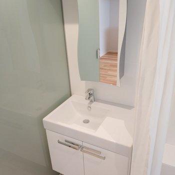 洗面台です。※写真は4階の同間取り別部屋のものです