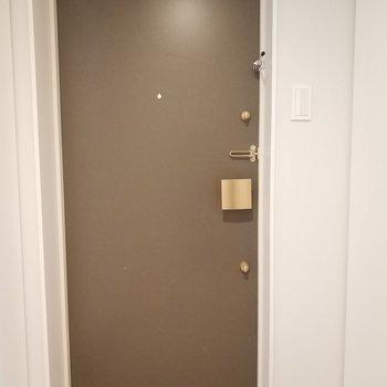 目の前には防音室が。※写真は4階の同間取り別部屋のものです