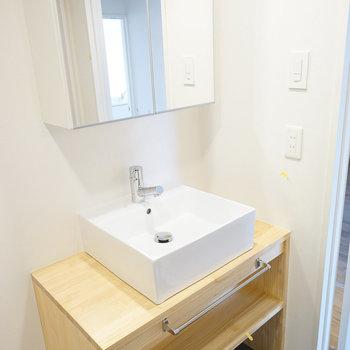洗面台はシンプル&ナチュラルなオリジナルデザイン!