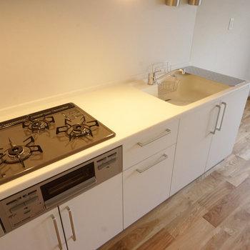 キッチンは大きくて使いやすい3口ガス!※写真は前回募集時のものです。