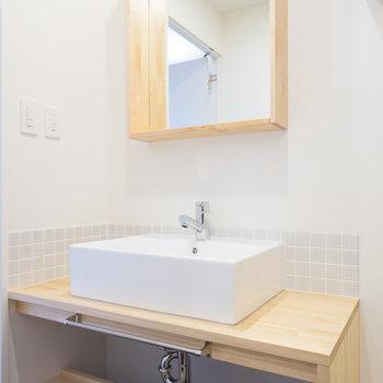 洗面台もお手製のナチュラルなデザイン◎※写真はイメージです