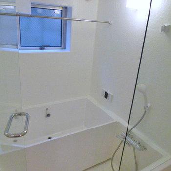 浴室、追い炊き付※写真は別部屋です。
