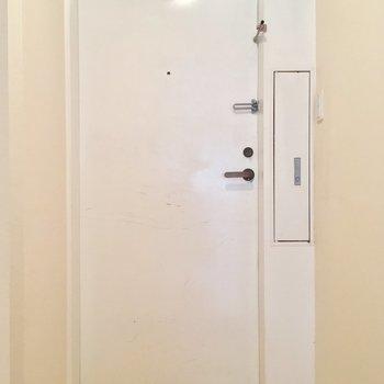 玄関はこちらっ