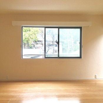 窓が多くて光がしっかり差し込みます