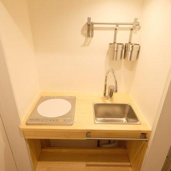 造作キッチンかわいらしい!小さくてもスマートです◎