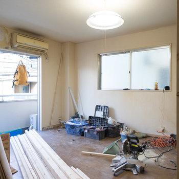 【工事中】写真右側あたりにキッチン設置します
