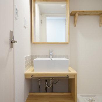 ナチュラルデザインの洗面台〇※写真はイメージです