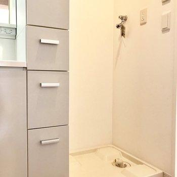 洗濯機置き場は洗面所のとなり。