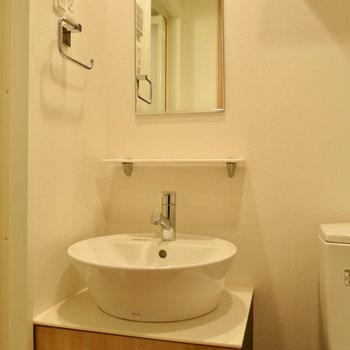 可愛い洗面台※写真は13階の同間取り別部屋のものです