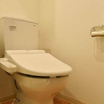 温水洗浄便座付き!※写真は13階の同間取り別部屋のものです