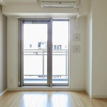 明るいお部屋です※写真は13階の同間取り別部屋のものです