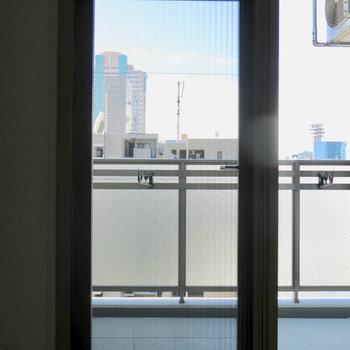 わかりにくいですが網戸をかけられます。※写真は13階の同間取り別部屋のものです