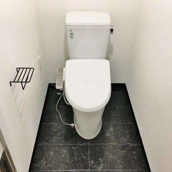 トイレは個室!※写真は別部屋です