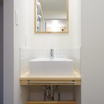 洗面台はタイルが可愛い造作のもの