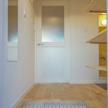 玄関は白タイル、玄関ホールをつくります※写真はイメージです