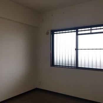 窓も付いてます。