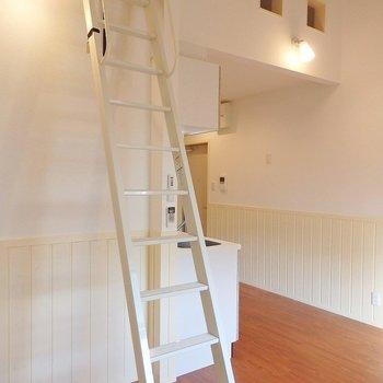 このはしごでロフトへ。