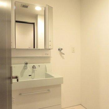 もちろん温水洗浄便座です(※写真は10階の同間取り別部屋のものです)
