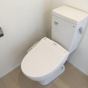 トイレはもちろんウォシュレットつき!