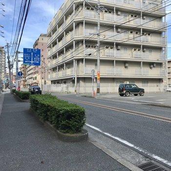 大橋駅まではこの道を進みます。車通りもあるので夜道も怖くないですね!
