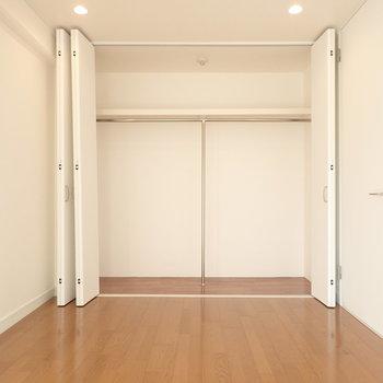 収納は壁一面に大容量のものがあります。(※写真と文章は前回募集時のものです)