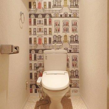 トイレはちょっとくらい派手なクロスがいい。