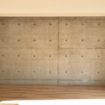 コンクリート打ちっぱなしな壁が格好いい
