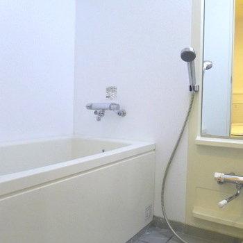 お風呂も綺麗で広いです。 ※写真は別部屋