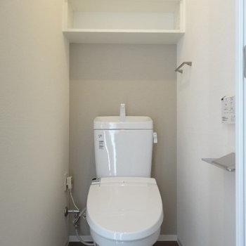 トイレは頭上の収納が嬉しい