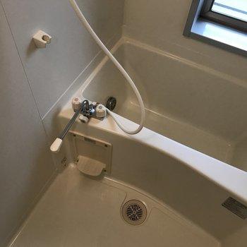 お風呂は普通かな※写真は3階の同間取り別部屋のものです