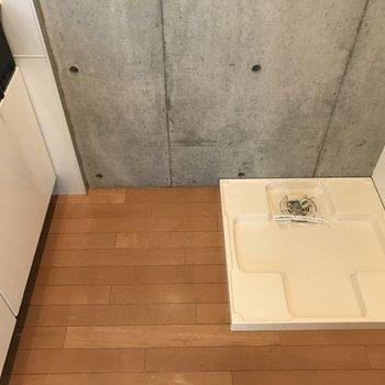 キッチンに洗濯機置けます※写真は3階の同間取り別部屋のものです