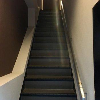 エントランス入ると階段!!