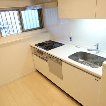 キッチンはこのゆったり感に、なんと食洗機つき!